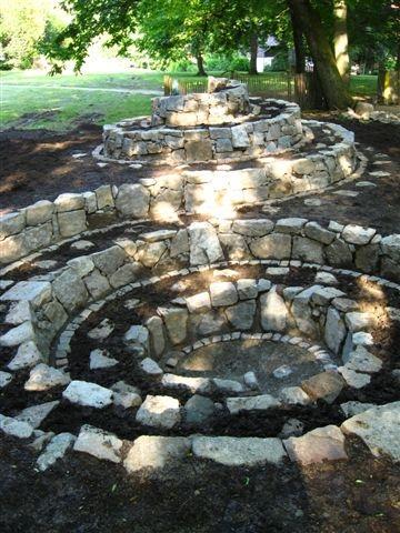 סדנאות לבנייה אקולוגית ומלאכות יד מסורתיות