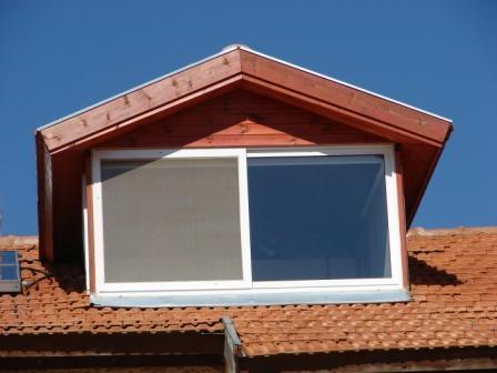 חלון קוקיה בגג רעפים