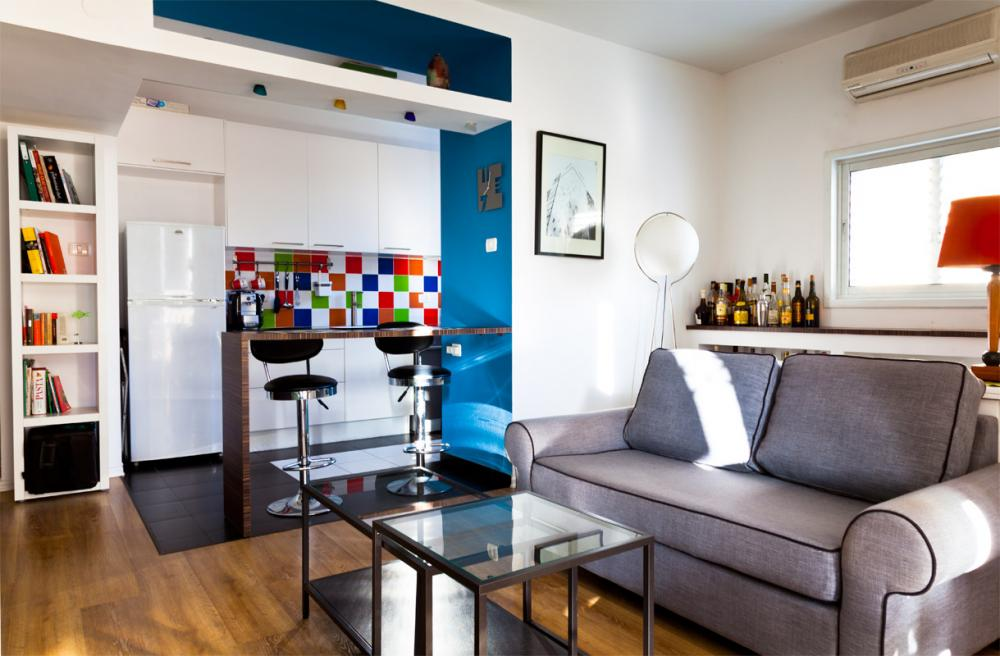 דירה קטנה וצבעונית