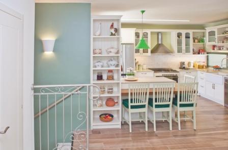 מבט אל המטבח מהסלון